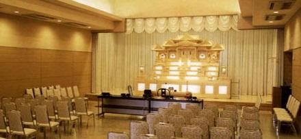 日立鞍掛山葬祭場の中ホール。130席まで収容可能