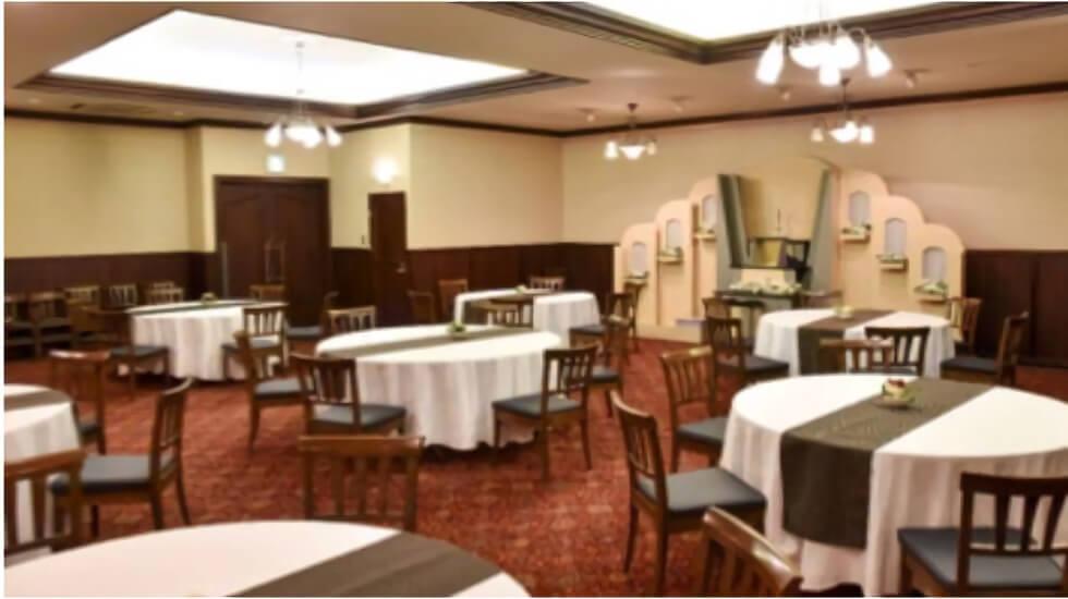都城メモリードホールの会食室