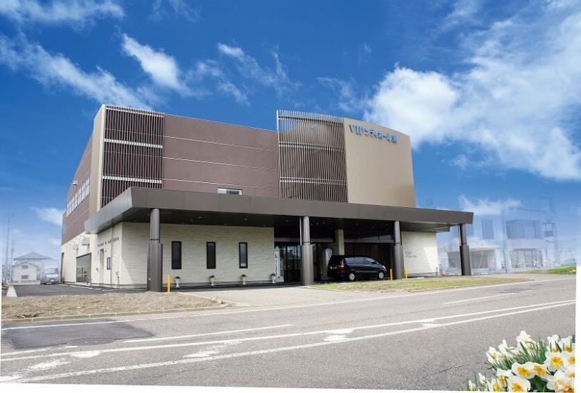 燕市にある民営斎場VIPシティホール燕の外観です。