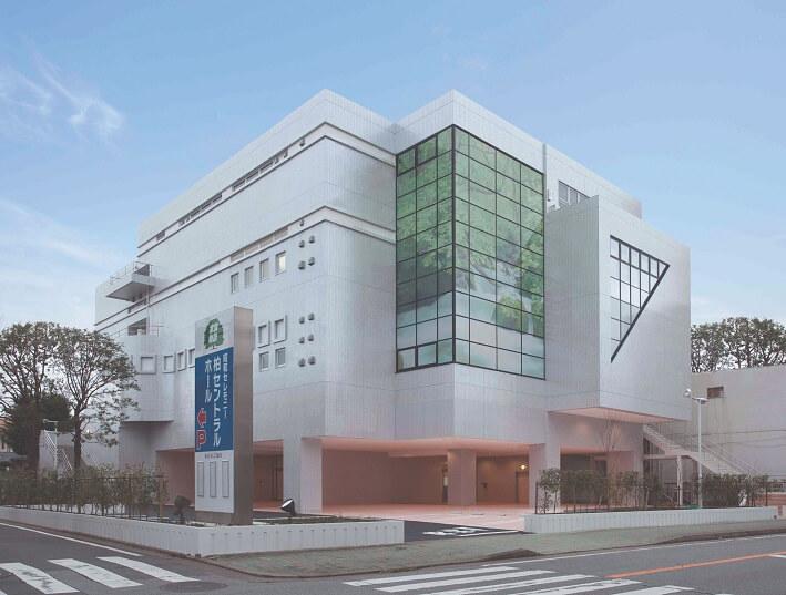 千葉県柏市にある民営斎場の柏セントラルホールの外観です。
