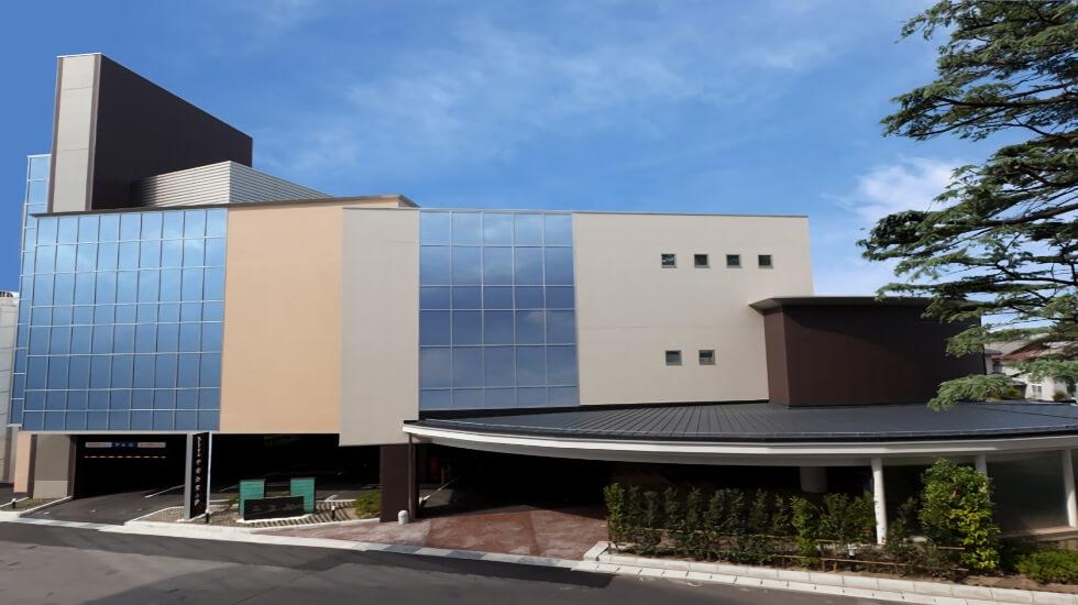 新潟市中央区にある民営斎場セレモニーホール平安会堂の外観です。
