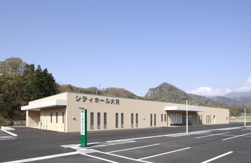 2013年春にオープンした大月市にある民営斎場シティホール大月の外観です。