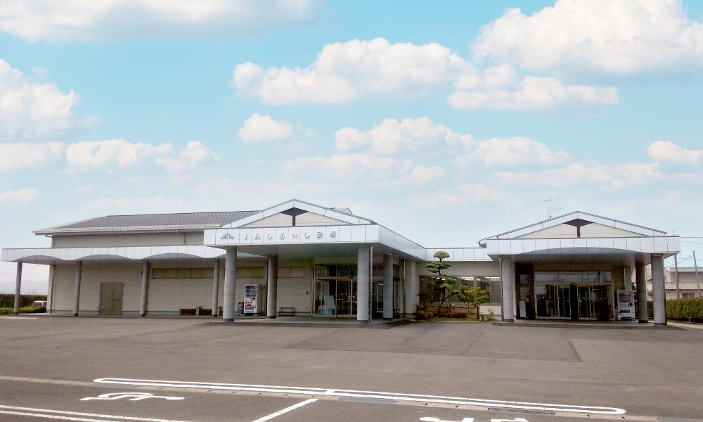 佐賀県白石町にある民営斎場「JAしろいし斎場」の外観写真