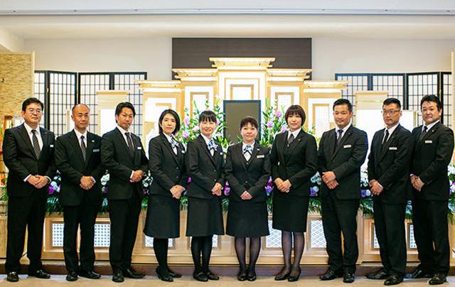 愛知県豊川市内での葬儀を依頼できる葬儀社「株式会社トワーズ」のスタッフの集合写真