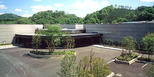 豊田市古瀬間町にある火葬場併設公営斎場、古瀬間聖苑の外観です。