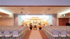 静岡県袋井市にある民営の葬儀式場「紫苑会館」の葬儀式場の内観