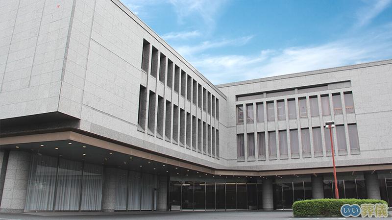 東京都新宿区にある民営の火葬場「落合斎場」の外観写真