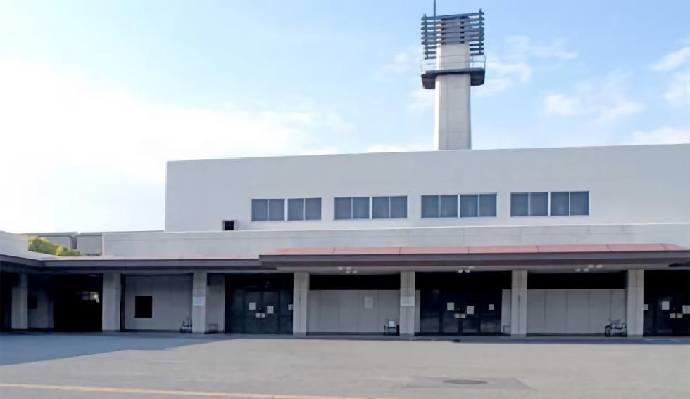 大阪市大正区にある公営の火葬場・葬儀場「大阪市立小林斎場」の外観