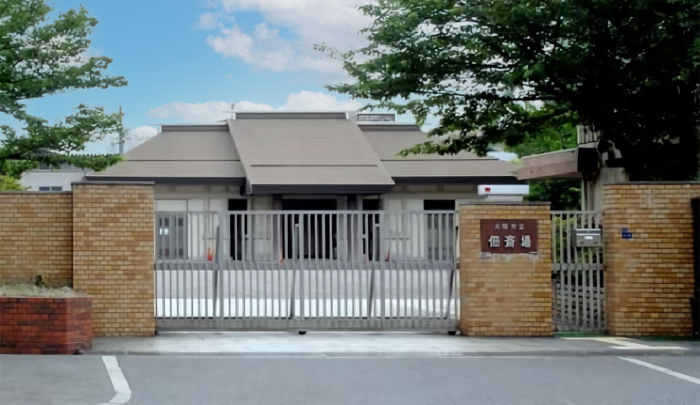 大阪市西淀川区にある公営の火葬場「大阪市立佃斎場」の外観