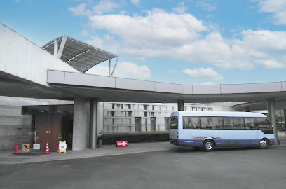 茨城町にある火葬場併設公営式場「いばらき聖苑」の外観写真