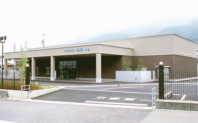 四国中央市にある民営斎場、ベルモニー会館三島の外観