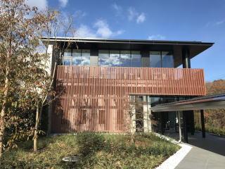 越生町、毛呂山町、鶴ヶ島市、鳩山町、坂戸市の2市3町が共同で運営する公営斎場、越生斎場です。