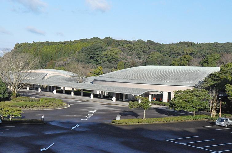 鹿児島市が運営する公営の火葬場・葬儀場「鹿児島北部斎場」の外観