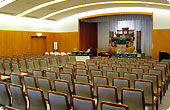 なかのじょう聖苑の葬儀式場、140席まで収容可能です。