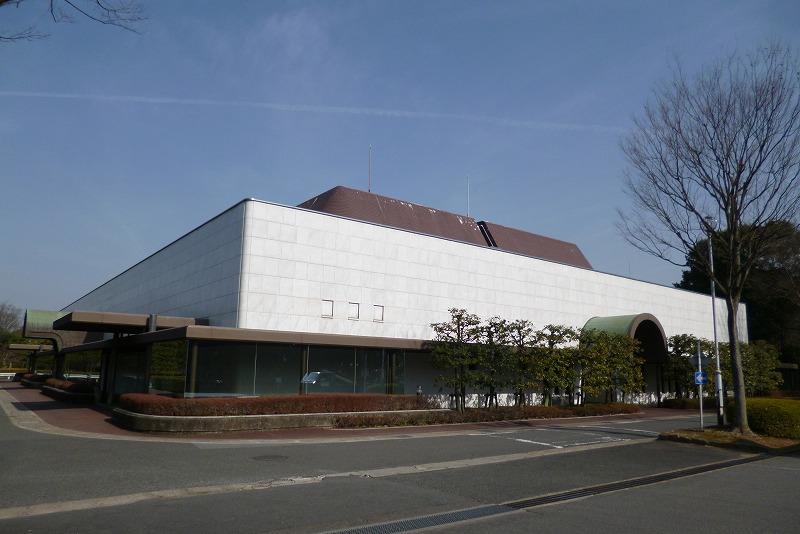 京都市が運営する公営斎場「京都市中央斎場」の外観