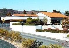 日立市諏訪町にある公営火葬場、「日立市中央斎場」の外観です。