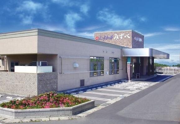 下諏訪町東赤砂にある民営斎場「えこうホールみずべ」