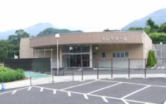 大月市富浜町にある民営斎場「セレモホールとりさわ」の外観です