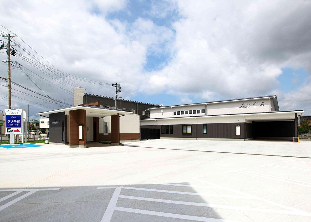 酒田市千石町にある民営斎場「ラソ千石」の外観です