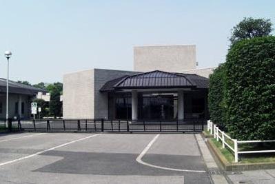 大泉町上小泉にある火葬場併設の公営斎場「大泉町外二町斎場」