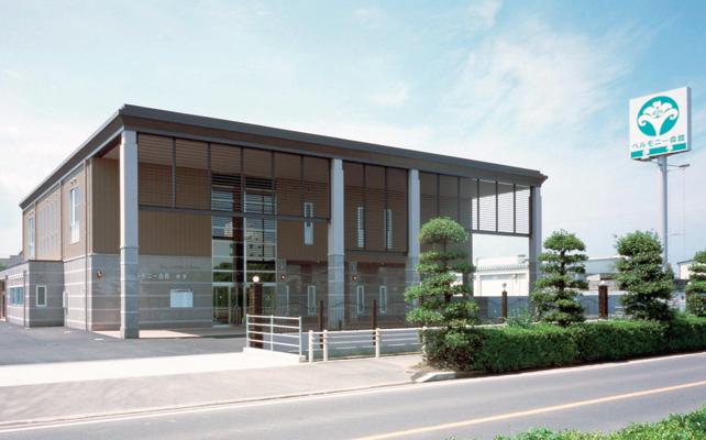 伊予市下吾川にある民営斎場「ベルモニー会館伊予」の外観です