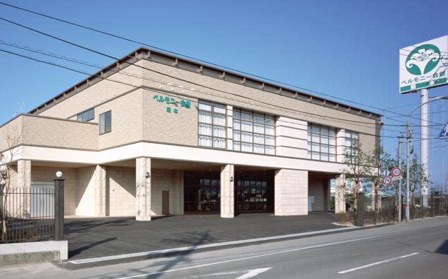新居浜市菊本町にある民営斎場「ベルモニー会館菊本」の外観です