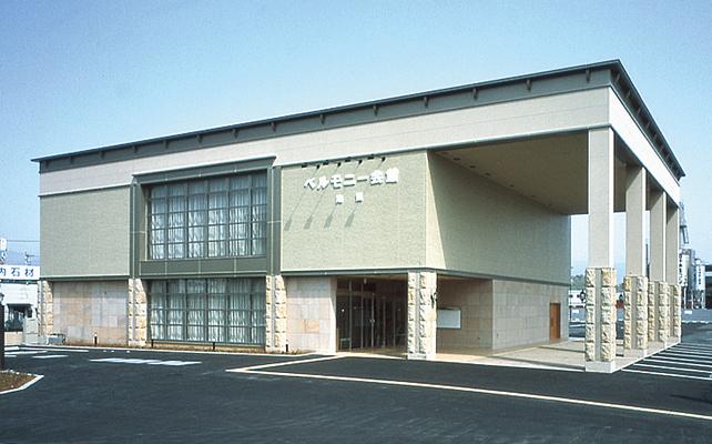南国市篠原にある株式会社ベルモニーが運営している民営斎場、「ベルモニー会館南国」の外観です