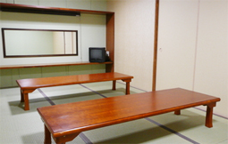 金杉ホールに控室、和室です