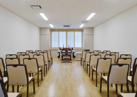 玉野市斎場の待合室は斎場としても使えます
