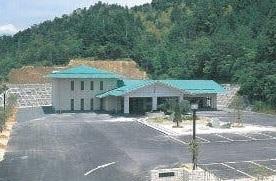 宿毛市山奈町にある公営斎場「宿毛市斎場」の外観です