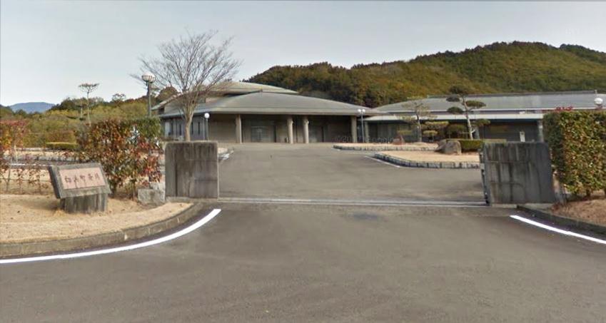 西牟婁郡白浜町にある公営斎場「白浜町斎場」の外観です