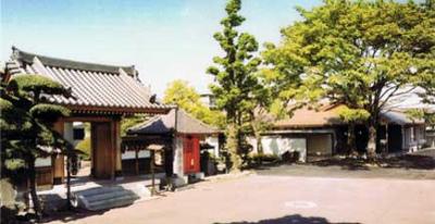 川口市安行慈林にある民営斎場「慈林薬師会館」の外観です