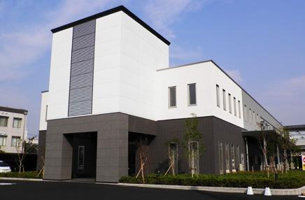 千葉市美浜区にある民営斎場「千葉みなとセレモニールーム」の外観です。株式会社博全社本社に併設されています。