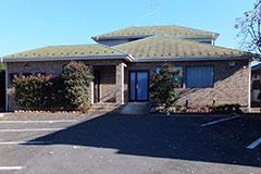 流山市大字東深井にある民営斎場「流山サポートルーム」の外観です