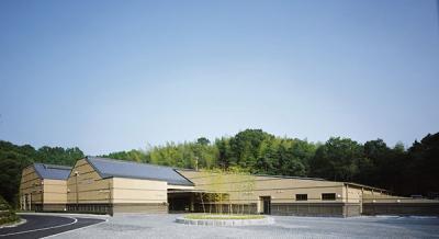天理市豊田町にある公営斎場「天理市聖苑」の外観です