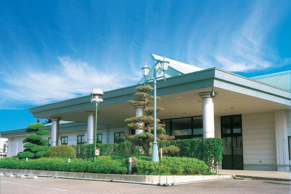 加茂市千刈にある民営斎場「セレモニーホール加茂」の外観です