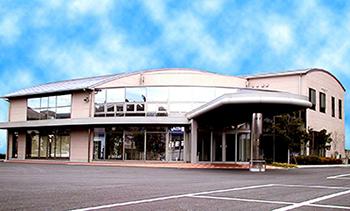 水戸市河和田にある民営斎場「赤塚タウンホール」の外観です