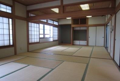 田尻町葬祭場の親族控室です。和室でゆったりと過ごせます。