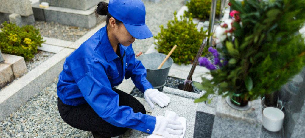 お墓の修理には、墓石に入ったヒビ・目地の補修、墓石のずれ・傾きの補整などがあります。