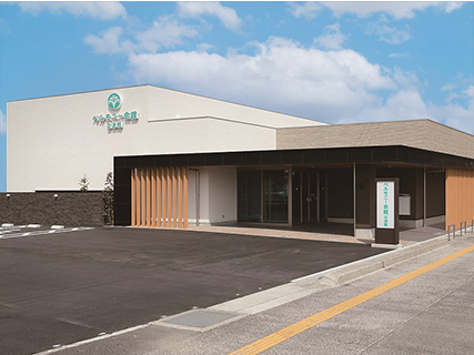 ベルモニー会館 古津賀(高知県四万十市)の外観。国道56号沿いにある