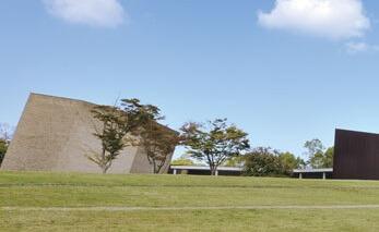 中津市大字相原にある火葬場併設の公営斎場「風の丘葬斎場」