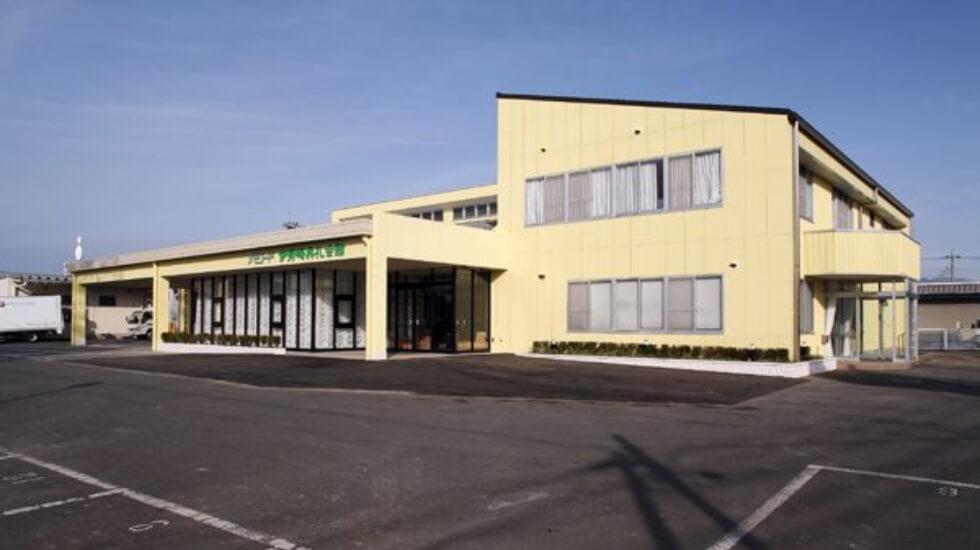 伊勢崎市東本町にある民営斎場「メモリード伊勢崎典礼会館」の外観