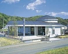 四万十市佐岡の民営斎場「ドリーマー 中村葬祭館」の外観です