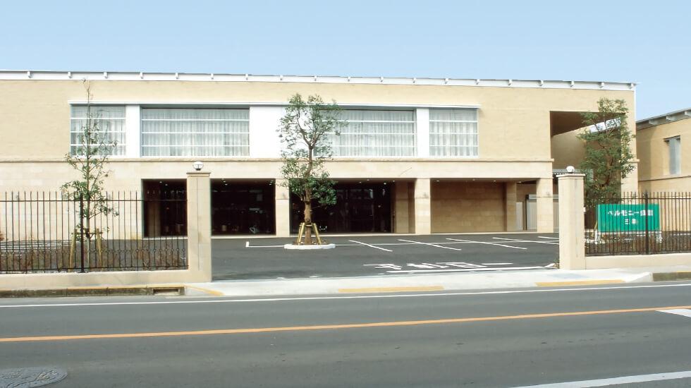 高松市三条町にある民営斎場「ベルモニー会館 三条」の外観です