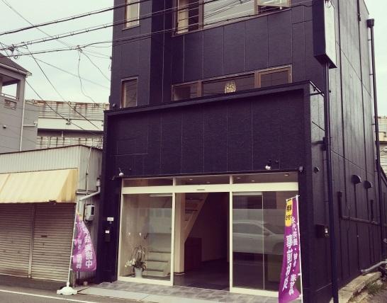 八尾市竹渕東にある民営斎場「ひびきセレモニー」の外観です