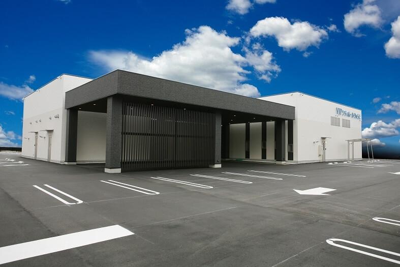 新潟市中央区にある民営斎場「VIPシティホールりゅうと」の外観です。