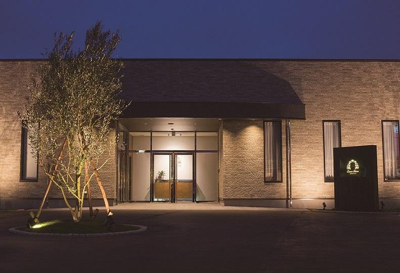 小牧市久保一色にある家族葬専門式場「カーサシオン小牧」の外観です。