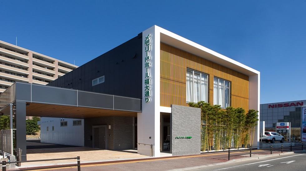福岡市城南区にある民営斎場「メモリードホール福大通り」の外観です。