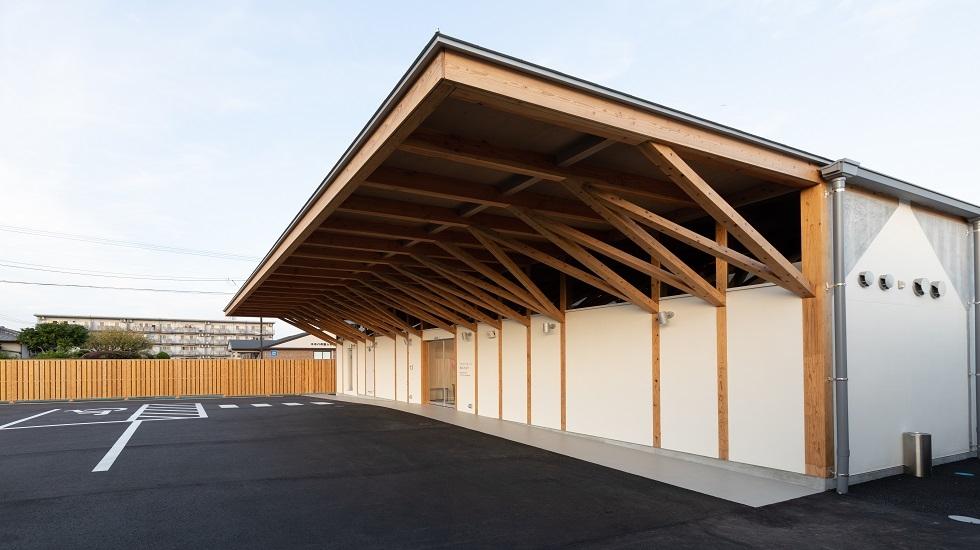 福岡市博多区にある民営斎場「メモリードホール桜並木通り」の外観です。
