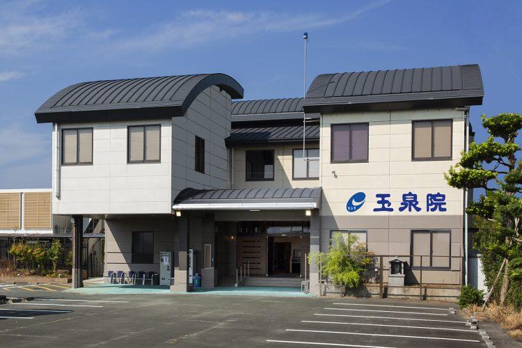 熊本市南区にある民営斎場「玉泉院近見会館」の外観です